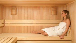 ¿Qué beneficios obtiene para la salud al utilizar baños de vapor y saunas?